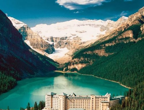 Traveling to Canada? Visit Beautiful Lake Louise in Alberta!